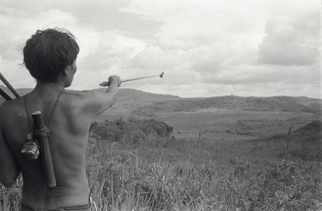 Fig 3 Photo 2 YanomamiI-Chasseur en Savane