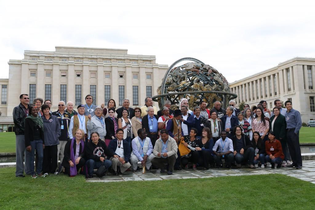 Fig 5 Photo 4 ONU-2013-Groupedevantboule ONU